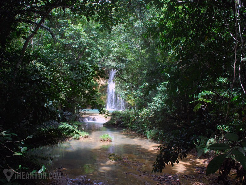 Snall Waterfall on the way to Salto del Limon