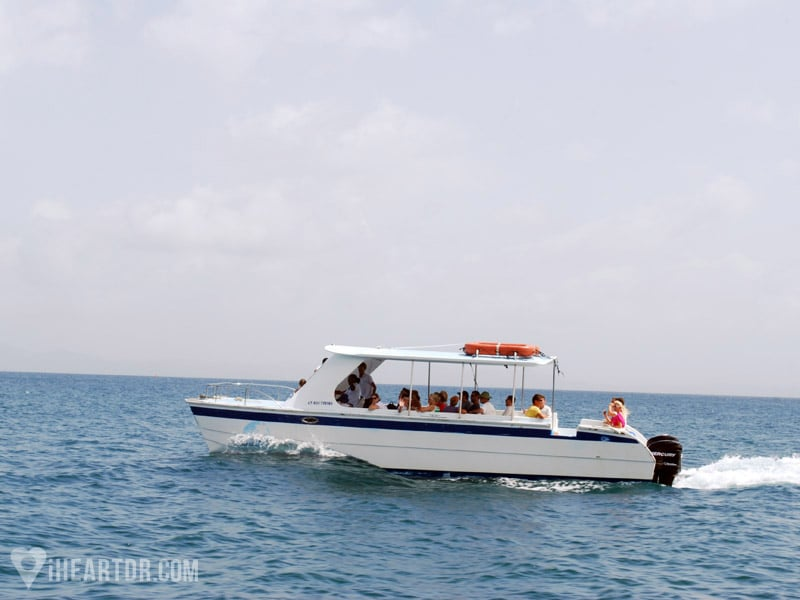 Small boat carrying tourists to Cayo Levantado