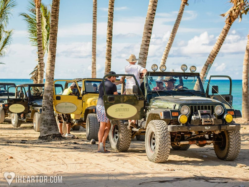 Jeeps parked near the beach during the 4x4 Punta Cana Jeep Safari