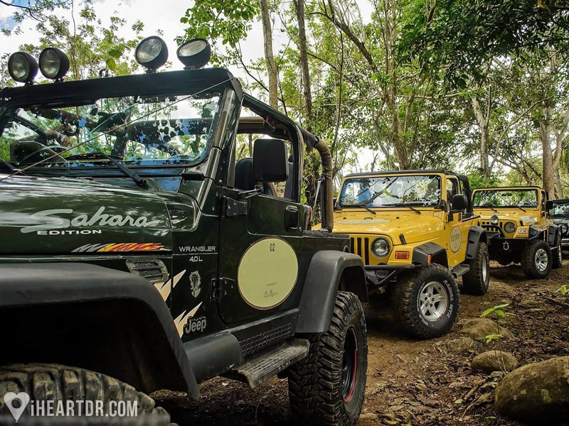 Jeeps parked on one of the stops during the Punta Cana Jeep Wrangler tour