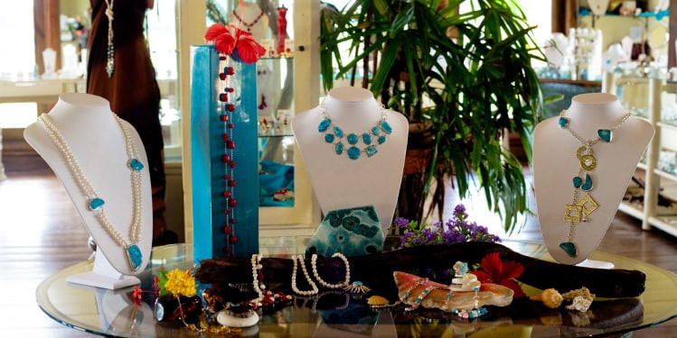 Collection of jewelry of ambar