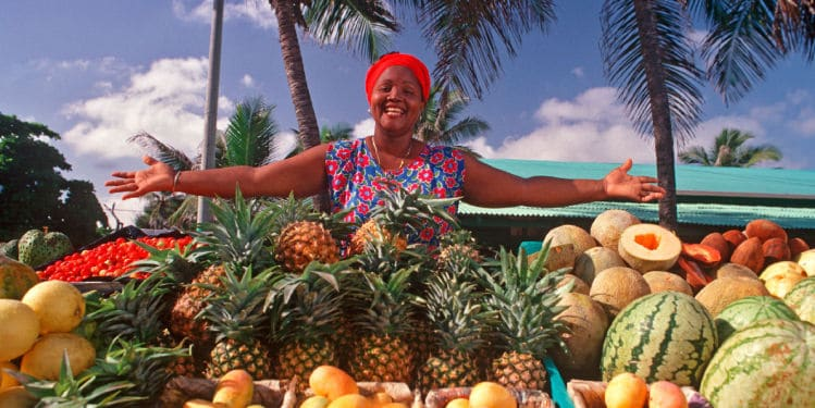 Dominican woman selling fruits